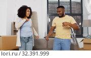 Купить «happy couple moving to new home and dancing», видеоролик № 32391999, снято 3 ноября 2019 г. (c) Syda Productions / Фотобанк Лори