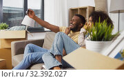 Купить «happy couple moving to new home and taking selfie», видеоролик № 32392027, снято 3 ноября 2019 г. (c) Syda Productions / Фотобанк Лори