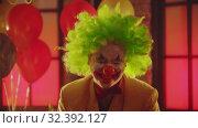 Купить «A crazy man clown laughing», видеоролик № 32392127, снято 10 декабря 2019 г. (c) Константин Шишкин / Фотобанк Лори