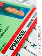 Presse Ausweis eines Journalisten bei einer Presse Konferenz. Стоковое фото, фотограф Zoonar.com/Erwin Wodicka / age Fotostock / Фотобанк Лори