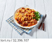 Купить «spicy Cabbage stew with sausages on a white plate», фото № 32396107, снято 29 августа 2019 г. (c) Oksana Zh / Фотобанк Лори