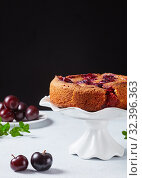Купить «plum torte on a white cake stand», фото № 32396363, снято 6 сентября 2019 г. (c) Oksana Zh / Фотобанк Лори