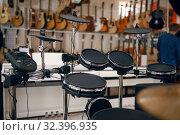 Купить «Digital drum set in music store, nobody», фото № 32396935, снято 11 сентября 2019 г. (c) Tryapitsyn Sergiy / Фотобанк Лори