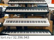 Купить «Digital synthesizers on showcase in music store», фото № 32396943, снято 11 сентября 2019 г. (c) Tryapitsyn Sergiy / Фотобанк Лори