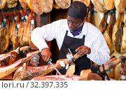 Купить «Seller cutting jamon», фото № 32397335, снято 9 января 2019 г. (c) Яков Филимонов / Фотобанк Лори