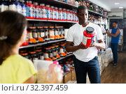 Купить «Athletic African looking for necessary food supplements», фото № 32397459, снято 18 февраля 2020 г. (c) Яков Филимонов / Фотобанк Лори