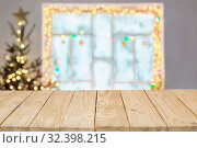 Christmas decorations on old wooden window out of focus. Стоковое фото, фотограф Майя Крученкова / Фотобанк Лори