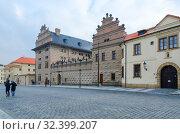 Купить «Градчанская площадь, Шварценбергский дворец, Прага, Чехия», фото № 32399207, снято 22 января 2019 г. (c) Ольга Коцюба / Фотобанк Лори