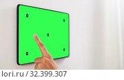 Купить «hand touching tablet pc green screen at smart home», видеоролик № 32399307, снято 21 января 2020 г. (c) Syda Productions / Фотобанк Лори