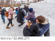 Russia, Samara, March 2019: Shrovetide. Holidays on the wires of winter. Tug of war competitions. Редакционное фото, фотограф Акиньшин Владимир / Фотобанк Лори