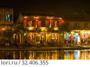 Купить «Вечер на набережной старого города. Хой Ан, Вьетнам», фото № 32406355, снято 2 января 2016 г. (c) Виктор Карасев / Фотобанк Лори