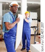 Купить «Men contractors working indoors», фото № 32407207, снято 4 мая 2018 г. (c) Яков Филимонов / Фотобанк Лори