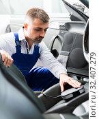 Купить «Mechanic measuring of color of upholstery», фото № 32407279, снято 4 апреля 2018 г. (c) Яков Филимонов / Фотобанк Лори