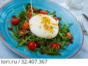 Купить «Burrata salad with arugula and tomatoes», фото № 32407367, снято 18 ноября 2019 г. (c) Яков Филимонов / Фотобанк Лори