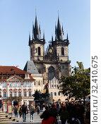 Купить «Prague, Czech - October 13, 2019: Old Town Square on bright autumn day. Prague. Czech Republic», фото № 32410675, снято 13 октября 2019 г. (c) Яков Филимонов / Фотобанк Лори