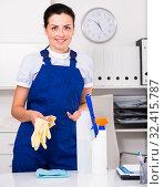 Купить «Young and smiling woman cleaning room», фото № 32415787, снято 2 июня 2017 г. (c) Яков Филимонов / Фотобанк Лори