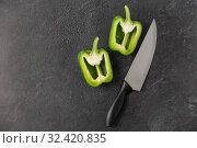 Купить «green pepper and kitchen knife on slate background», фото № 32420835, снято 12 апреля 2018 г. (c) Syda Productions / Фотобанк Лори