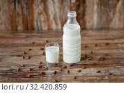 Купить «milk and almonds on wooden table», фото № 32420859, снято 16 августа 2018 г. (c) Syda Productions / Фотобанк Лори