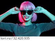 Купить «happy woman in pink wig and black sunglasses», фото № 32420935, снято 30 сентября 2019 г. (c) Syda Productions / Фотобанк Лори