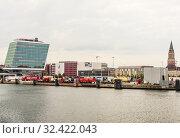 Купить «View at the city Kiel, the harbor and the coastline,  North Germany», фото № 32422043, снято 28 февраля 2020 г. (c) Николай Коржов / Фотобанк Лори