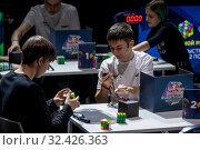 Участники и судьи во время соревнований российского отборочного этапа Red Bull Rubik's Cube 2019  в городе Москве, Россия, 16 ноября 2019. Редакционное фото, фотограф Николай Винокуров / Фотобанк Лори