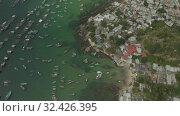 Купить «Cable car Fanicular to Pinepple Island in Vietnam 4K Drone shot», видеоролик № 32426395, снято 4 ноября 2019 г. (c) Aleksejs Bergmanis / Фотобанк Лори