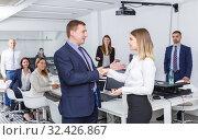 Купить «businessman and businesswoman shaking hands in office», фото № 32426867, снято 21 апреля 2018 г. (c) Яков Филимонов / Фотобанк Лори
