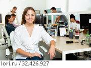 Купить «Portrait of young female freelancer confidently smiling at workplace in coworking space», фото № 32426927, снято 2 июня 2020 г. (c) Яков Филимонов / Фотобанк Лори