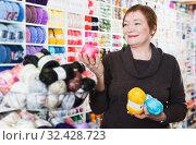 Купить «Woman holding colorful knitting yarns», фото № 32428723, снято 10 мая 2017 г. (c) Яков Филимонов / Фотобанк Лори