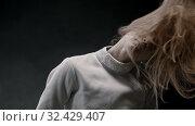 Купить «A young pretty woman fencer lets her hair down and shakes her head», видеоролик № 32429407, снято 1 апреля 2020 г. (c) Константин Шишкин / Фотобанк Лори