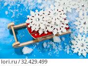 Купить «Wooden sleigh and snow», фото № 32429499, снято 2 ноября 2019 г. (c) Елена Блохина / Фотобанк Лори