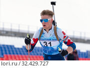 Купить «Sportsman biathlete Zaytsev Aleksander Saint Petersburg skiing on distance biathlon stadium after rifle shooting», фото № 32429727, снято 12 апреля 2019 г. (c) А. А. Пирагис / Фотобанк Лори