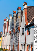Stadthäuser mit traditionellem Giebel, Symbol für Wohnen, Altbau, Altstadt. Стоковое фото, фотограф Zoonar.com/Erwin Wodicka / age Fotostock / Фотобанк Лори