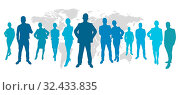 Business Team mit Männern und Frauen vor Weltkarte. Стоковое фото, фотограф Zoonar.com/Robert Kneschke / age Fotostock / Фотобанк Лори