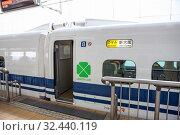 Entrance to Green car of Nozomi bullet train N700 type wich departures from Tokyo to Shin-Osaka. Nozomi is the fastest train service running on the Shinkansen lines. Токио, Япония (2013 год). Редакционное фото, фотограф Кекяляйнен Андрей / Фотобанк Лори