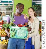 Купить «couple who is holding basket in time shopping», фото № 32440299, снято 26 мая 2018 г. (c) Яков Филимонов / Фотобанк Лори