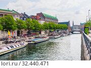 Canal boats at Canal Tours Copenhagen quay. Ved Stranden Slotholmens Kanal. Copenhagen harbour. Copenhagen. Denmark. Редакционное фото, фотограф Николай Коржов / Фотобанк Лори