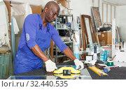 Happy African American glazier during daily work. Стоковое фото, фотограф Яков Филимонов / Фотобанк Лори