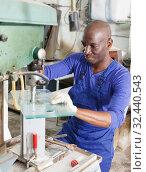 Купить «glass factory worker drilling bores in glass», фото № 32440543, снято 16 мая 2018 г. (c) Яков Филимонов / Фотобанк Лори