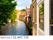 Ancient building facades on river canal, Europe (2019 год). Стоковое фото, фотограф Tryapitsyn Sergiy / Фотобанк Лори