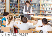 Female teacher working with pupils. Стоковое фото, фотограф Яков Филимонов / Фотобанк Лори
