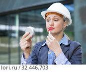 Купить «Professional woman using lipstik outdoors», фото № 32446703, снято 6 мая 2017 г. (c) Яков Филимонов / Фотобанк Лори