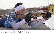 Купить «Sportsman biathlete rifle shooting in prone position on biathlon shooting range», видеоролик № 32447335, снято 12 апреля 2019 г. (c) А. А. Пирагис / Фотобанк Лори