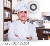 Купить «Portrait of baker man is behind the counter», фото № 32455551, снято 22 апреля 2017 г. (c) Яков Филимонов / Фотобанк Лори