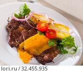 Well done veal steak roasted with cheese. Стоковое фото, фотограф Яков Филимонов / Фотобанк Лори