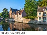 Купить «Старинные кирпичные дома в историческом центре, вдоль канала. Брюгге. Бельгия», фото № 32456055, снято 27 августа 2019 г. (c) Сергей Афанасьев / Фотобанк Лори