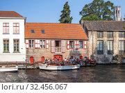 Купить «Старинные кирпичные дома в историческом центре, вдоль канала. Брюгге. Бельгия», фото № 32456067, снято 27 августа 2019 г. (c) Сергей Афанасьев / Фотобанк Лори