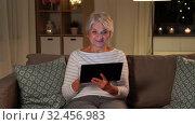Купить «happy senior woman with tablet pc at home at night», видеоролик № 32456983, снято 18 ноября 2019 г. (c) Syda Productions / Фотобанк Лори
