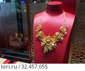 Купить «Gold necklace at Chow Tai Fook store, Hong Kong», фото № 32457055, снято 20 сентября 2019 г. (c) Александр Подшивалов / Фотобанк Лори