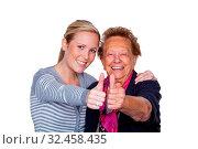 Ein Enkel besucht seine Großmutter. Lachen und Freude. Daumen hoch. Стоковое фото, фотограф Zoonar.com/Erwin Wodicka / age Fotostock / Фотобанк Лори